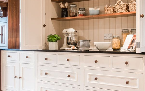 Our Guide to Choosing Cabinet Handles